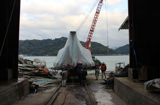 The Process of Creating Shinro Ohtake's New Work (Part 2: Transporting the Hull-Form from Uwajima)